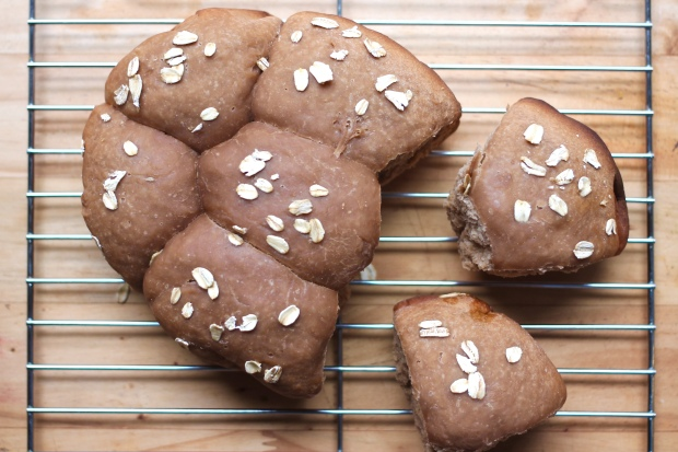 slow cooker brown bread rolls