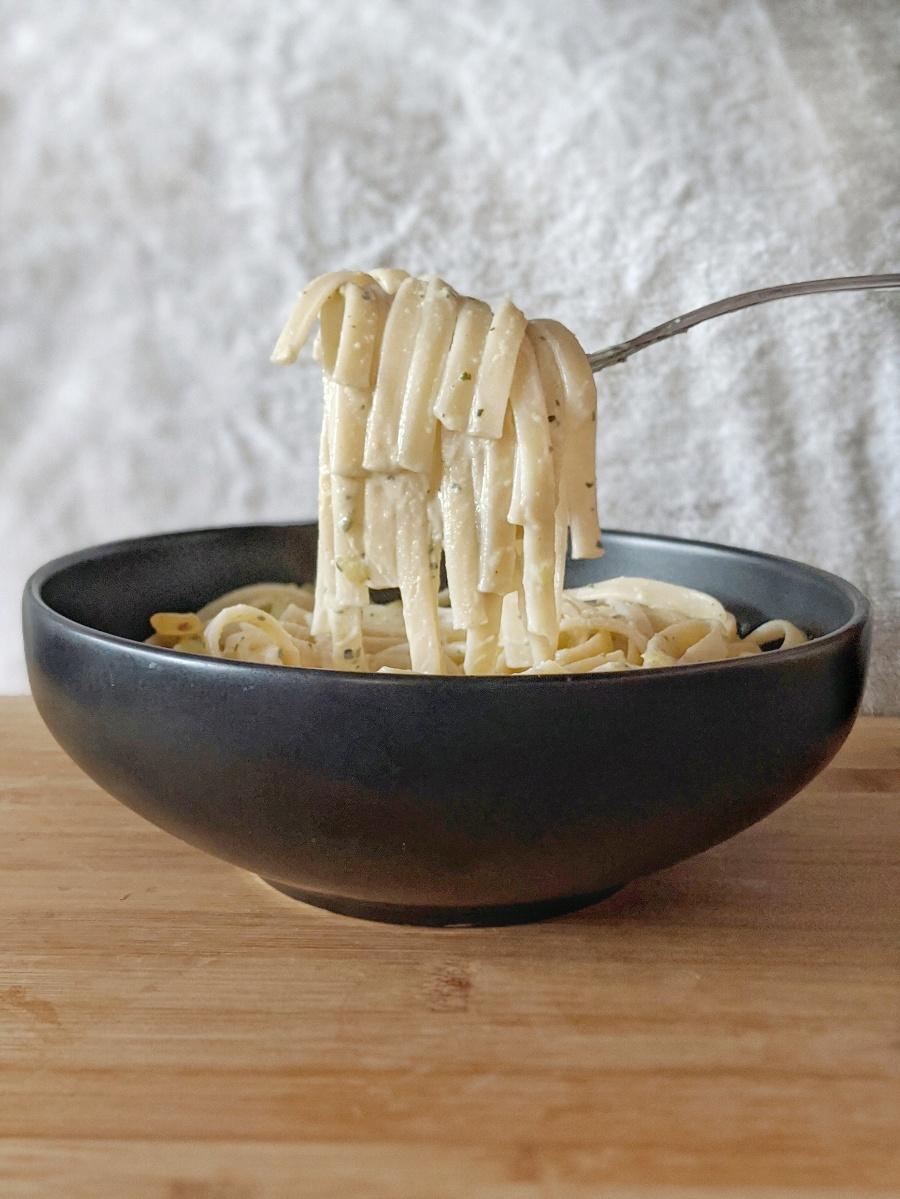 Hummus Pesto Pasta